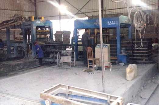 江西分宜8型砌块成型机生产现场
